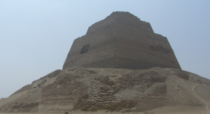 Meidum Pyramid (courtesy of Wikimedia Commons)
