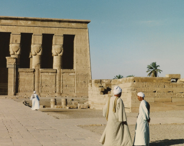 daw01 - Temple Tending at Dendera