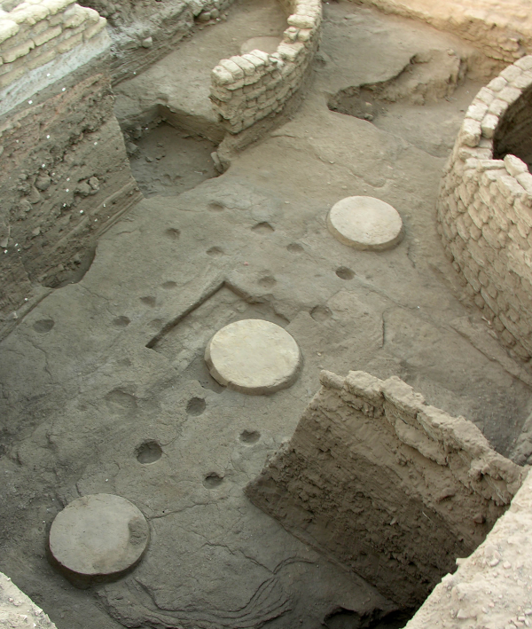 Column bases from the late Middle Kingdom administrative center, with Seventeenth Dynasty silos partially visible (Photo by Gregory Marouard, Tell Edfu Project)
