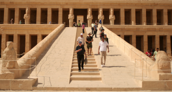 Although built much later and for different purposes, it is hard to look at the causeway to Hatshepsut's temple at Deir el-Bahri and not think of Hemienu's external ramp (photo by Ana Paula Hirama)