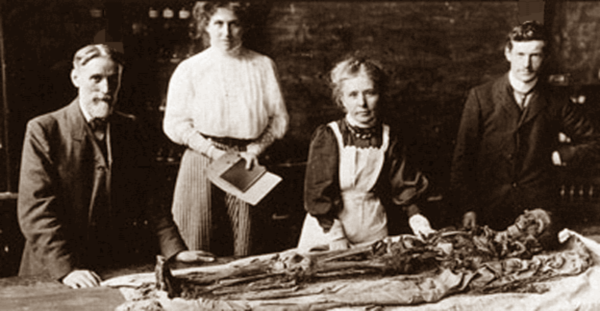 Margaret Murray (foreground) performing an autopsy on a mummy under the watchful eyes of Flinders Petrie (far left, such unwrappings were a one-way trip for the mummy (courtesy of University of Manchester)