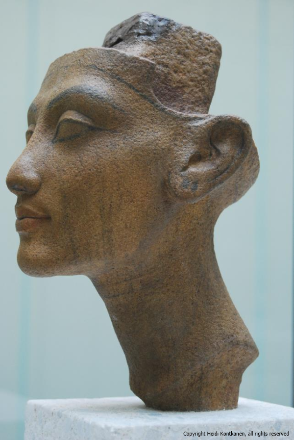 Head of a statue of a queen, Nefertiti or Merit-Aten (ÄM21220). 18th dynasty, Amarna. Neues Museum. (Heidi Kontkanen)
