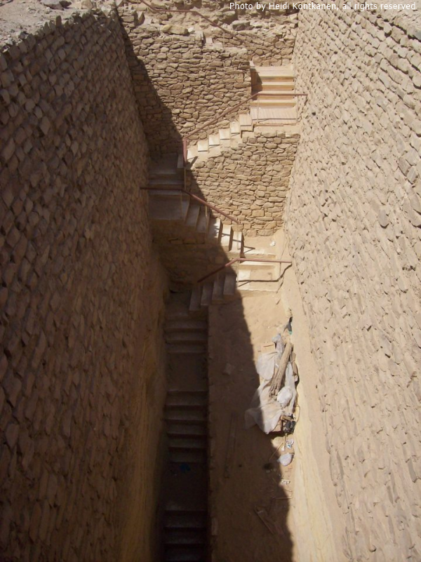 The nearly 20-meter long passageway leading to the open shaft to the Southern Tomb (Photo by Heidi Kontkanen, 2008)
