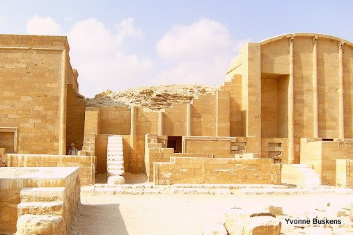 "Part of the Heb-Sed Court. On the right you see the Per Wer Shrine (""Great House"") type, a form characteristic of Upper Egypt in the Predynastic Period.  The prototype was a light, wood- framed structure with a low vaulted roof supported by three engaged, fluted columns (Photo by Yvonne Buskens)"