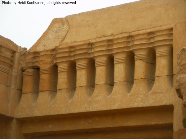 Detail of the djed-frieze above the niche at the square hall at T-temple (Photo by Heidi Kontkanen).