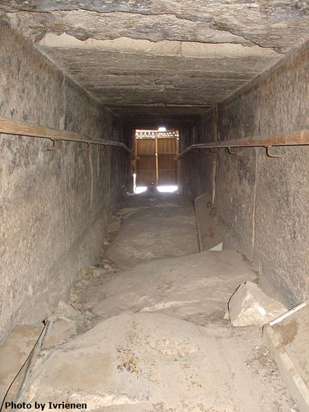 The entrance to the Bent Pyramid as viewed from within (Photo by Ivrienen)