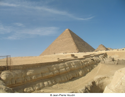 The erosion on the western enclosure wall of the Sphinx which is highlighted by the yellow line on the 3D model