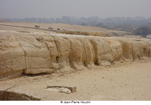 The erosion on the South side of the foundation of Khafre's Causeway which is highlighted by the yellow line on the 3D model