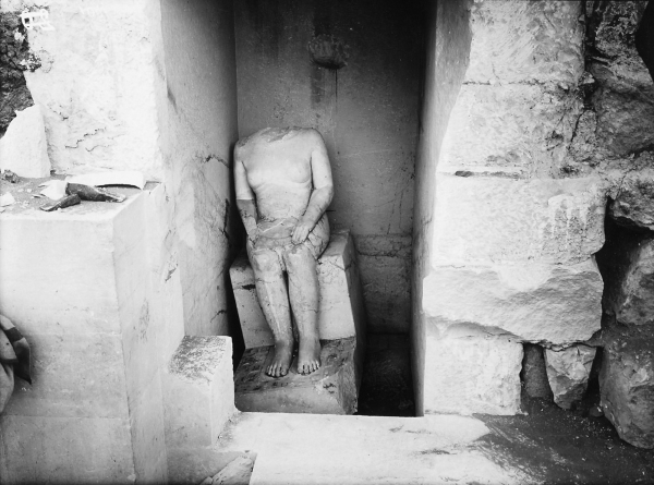 G 4000, Hemiunu, corridor chapel, serdab behind northern niche, seated statue of Hemiunu (Hildesheim 1962) in situ, looking west, photo by Kunsthistorisches Museum Vienna. Courtesy of Digital Giza: The Giza Project at Harvard University/Museum of Fine Arts Boston, photo ID KHM_Aeos_I_5164.