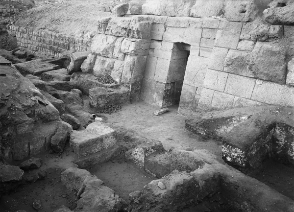 G 4940 (Lepsius 45), Seshemnefer I, area of exterior chapel, and interior chapel entrance, looking southwest. Courtesy of Digital Giza: The Giza Project at Harvard University/Museum of Fine Arts Boston, photo ID HUMFA_B2400_NS