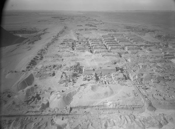 Western cemetery: southeast corner (including cemetery G 4000), general view, looking west, courtesy of Digital Giza: The Giza Project at Harvard University/Museum of Fine Arts Boston, photo ID HUMFA_A2190_NS.