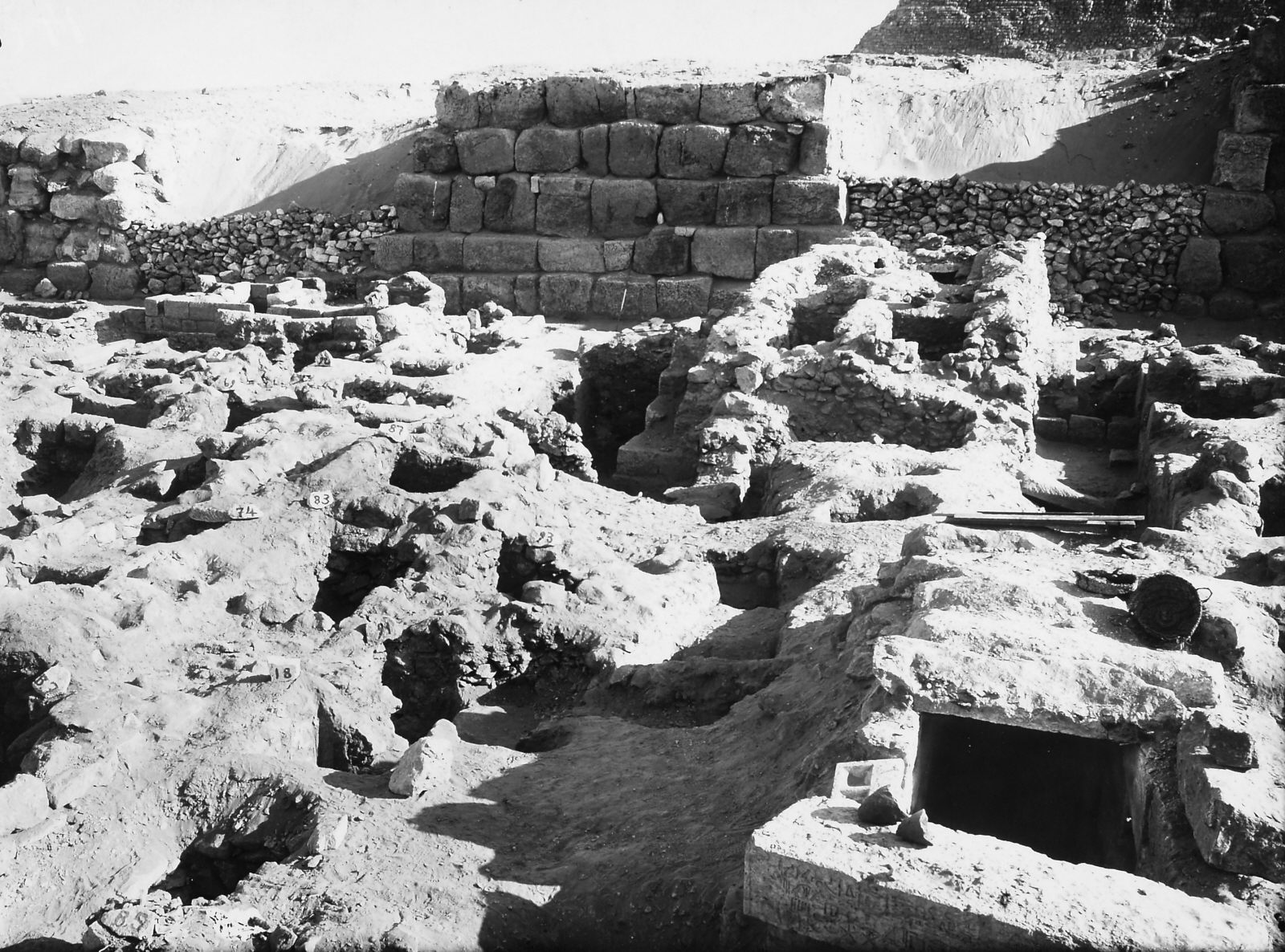 Area east and southeast of mastaba of User (1) (foreground right) with mastabas S 104 and S 95/112 (to southeast), shaft S 7 (foreground left), mastaba S 5/18 (foreground center) with mastaba S 91/93 and intrusive shafts S 83 and S 87 (middle ground center left), mastaba S 8/82 (middle ground left) and mastaba S 67/90 (background left), looking south-southeast to northern end of G 4660. Photo ID KHM_AEOS_I_5302, photo and description courtesy of the Giza Archives maintained by Harvard University and the Museum of Fine Arts Boston, online at Digital Giza.