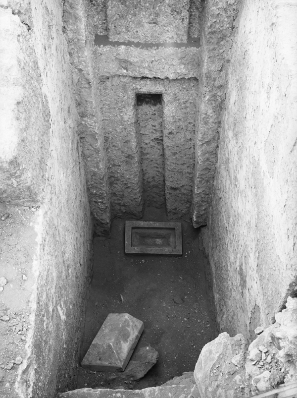 G 2009, offering room, false door in front of serdab, offering basins (Museum of Fine Arts Boston acc. no. 06.1884, Egyptian Museum, Cairo, acc. no. JE 38674) in situ, looking west. Photo ID HUMFA_C1525_NS (Image also known as C12072_NS), photo and description courtesy of the Giza Archives maintained by Harvard University and the Museum of Fine Arts Boston, online at Digital Giza.
