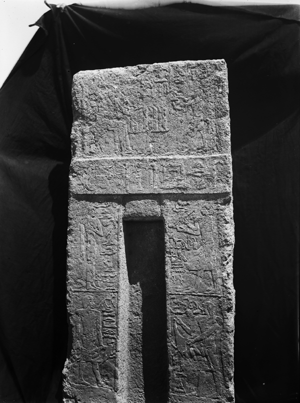 False door of Senenu originally from G 2032 (found in corridor between G 2032 and G 2034; tablet depicts Senenu seated at offering table with his son Irienre presenting offering; also depicted: Niankhmafdet (wife, south jamb upper register), Ankhemtjenenet (son, north jamb upper register), Redienptah (son, north jamb lower register), Irienre (son, south jamb lower register). Photo ID HUMFA_A5823_NS, photo and description courtesy of the Giza Archives maintained by Harvard University and the Museum of Fine Arts Boston, online at Digital Giza.