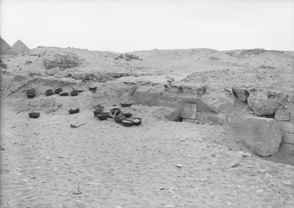 G 2100-I annex (aka, Lepsius 24), start of excavation of northern niche, looking west-southwest. Photo ID HUMFA_B788_NS (Image also known as B7425_NS, photo and description courtesy of the Giza Archives maintained by Harvard University and the Museum of Fine Arts Boston, online at Digital Giza.
