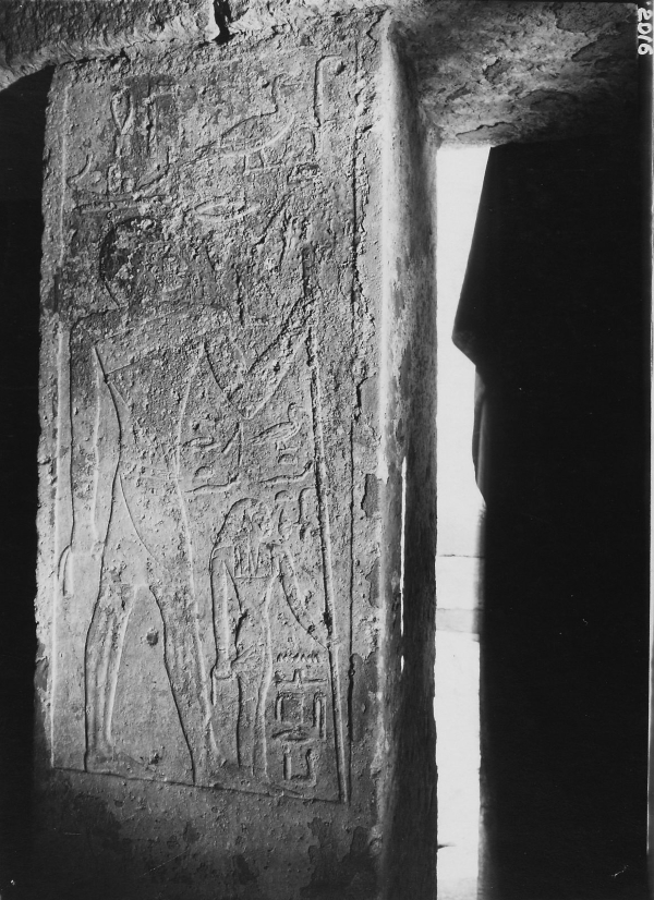 G 2100-II, Nensedjerkai, chapel, pillared portico, northern pillar, western face, relief (standing figures of Merib and Nensedjerkai), looking east. Photo ID KHM_o_neg_nr_0151, photo and description courtesy of the Giza Archives maintained by Harvard University and the Museum of Fine Arts Boston, online at Digital Giza.