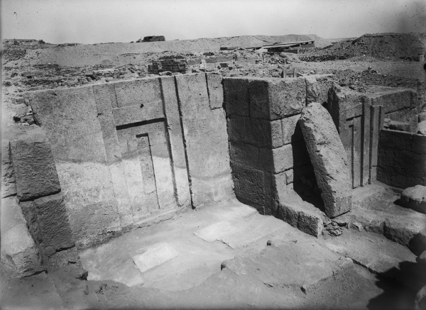 G 2375, Akhetmehu, chapel, cleared, false door inscribed for Akhetmehu in western wall of recess, G 2375a, Ankhirptah, secondary chapel abutting eastern face of G 2375, false door inscribed for Ankhirptah (see G 2375a, below), looking northwest. Photo ID HUMFA_A8396_NS, photo and description courtesy of the Giza Archives maintained by Harvard University and the Museum of Fine Arts Boston, online at Digital Giza.
